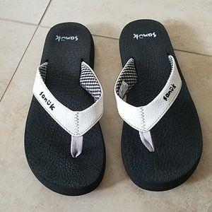 Sanuk yoga may sandals